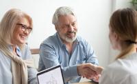 Kredit und Alter: Wann und aus welchen Gründen das Alter die Kreditaufnahme beeinträchtigen kann